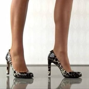 Vince Camuto 7.5B Leopard Print Heels